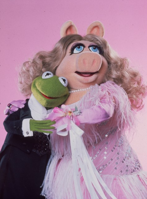 Kermit and Miss Piggy fall head over heels in love in Jim Henson's 'The Great Muppet Caper'. (Photo by Hulton Archive/Getty Images)