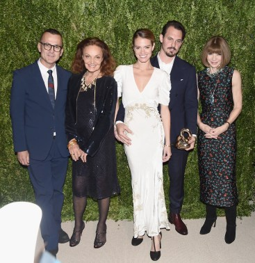 NEW YORK, NY - NOVEMBER 07: Steven Kolb, Diane von Furstenberg, Brock Collection designer Laura Vassar and Kristopher Brock, and Anna Wintour attend 13th Annual CFDA/Vogue Fashion Fund Awards at Spring Studios on November 7, 2016 in New York City. (Photo by Nicholas Hunt/Getty Images)