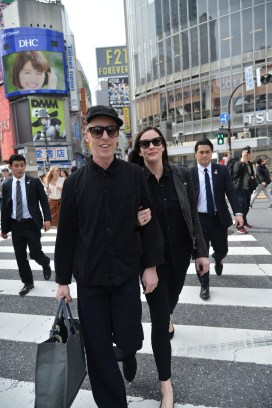 LIV_TYLER_AND_JAMES_BROWN_AT_THE_ICONIC_SHIBUYA_CROSSING_2133