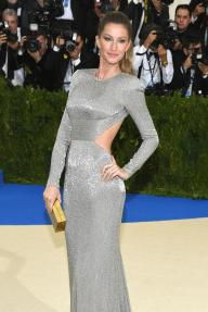 """NEW YORK, NY - MAY 01: Gisele Bundchen attends the """"Rei Kawakubo/Comme des Garcons: Art Of The In-Between"""" Costume Institute Gala at Metropolitan Museum of Art on May 1, 2017 in New York City. (Photo by Dia Dipasupil/Getty Images For Entertainment Weekly)"""