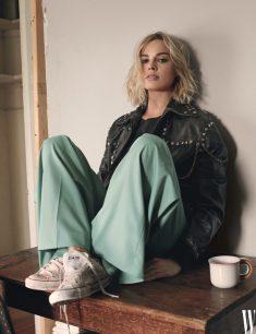 W Margot Robbie 1