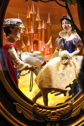 Saks x Disney Holiday Window (1)