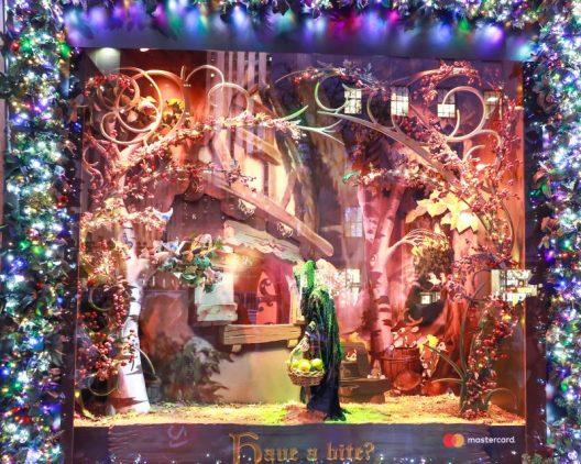 Saks x Disney Holiday Window (16)