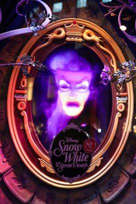 Saks x Disney Holiday Window (2)