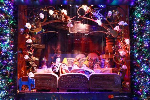 Saks x Disney Holiday Window (21)
