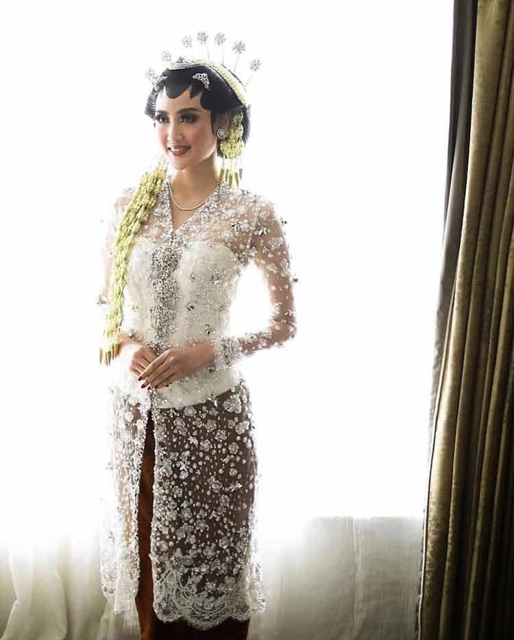 Model Kebaya Akad Nikah Anne Avantie : model, kebaya, nikah, avantie, Model, Kebaya, Pengantin, (MODERN), Untuk, Nikah!