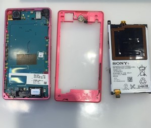用 SONY Z1C 拍影片太激烈摔機螢幕面板不顯示不開機要更換螢幕還是更換電池呢? SONY 手機維修