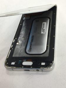 三星 A8 2015手機懷孕了!?電池膨脹撐開螢幕該怎麼辦?三星手機維修