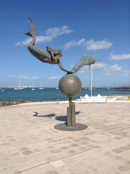 Sculpture on the Malacon (which means Road alongside the Beach)