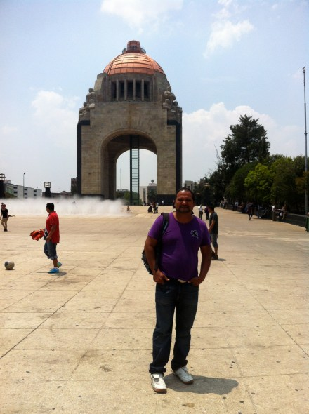 Francisco in front of the monument on the hill