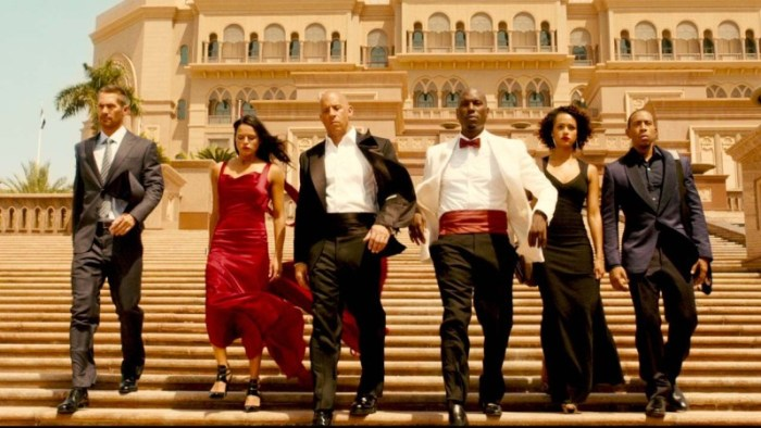 furious-7-group-shot-dubai-e1428670553441