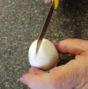 make a slit to boiled eggs