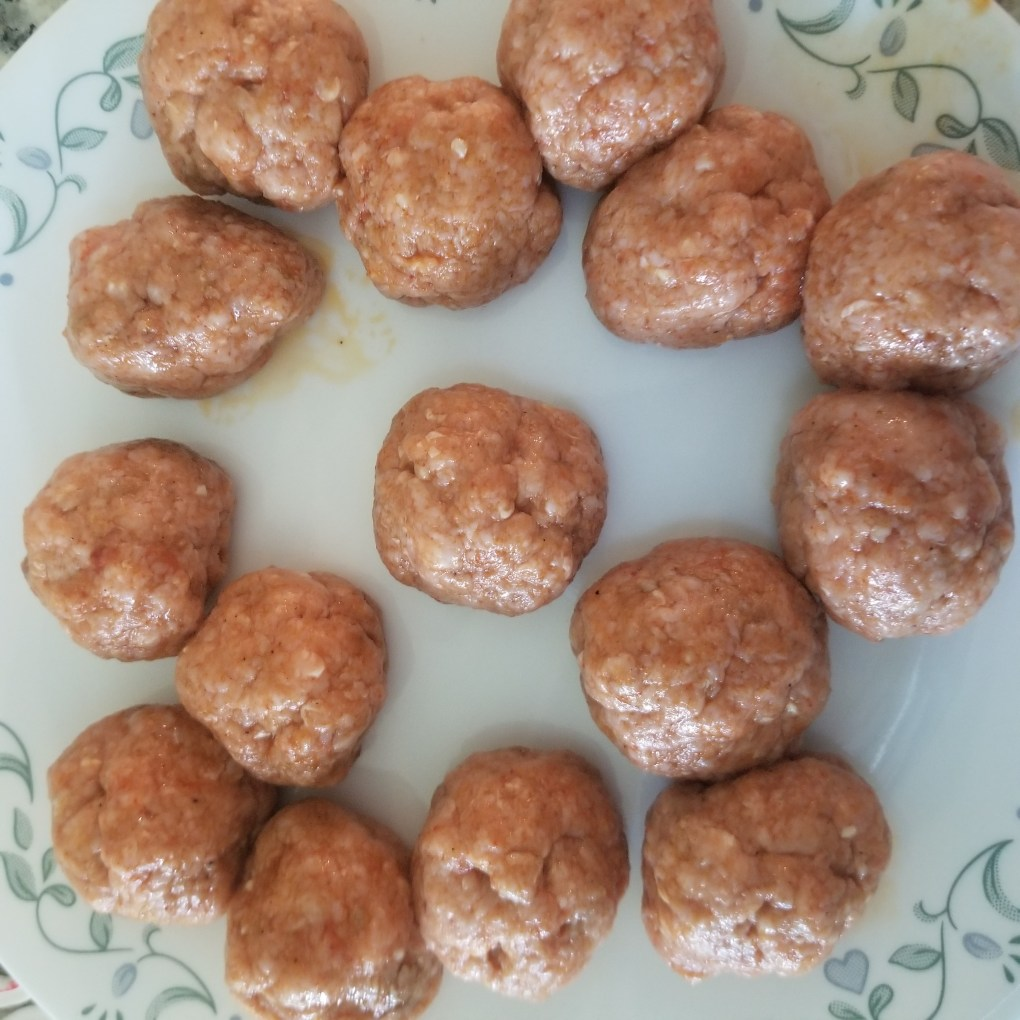 preparing meatballs/kofta