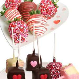 Chocolate Covered Strawberries and Cheesecake Pops