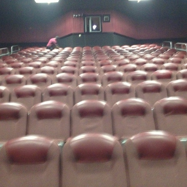 Regal Cinemas Edgmont Square 10  Movie Theater
