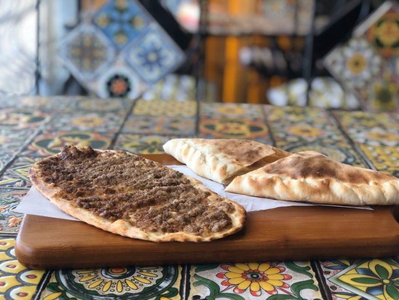 مطعم ركن الشارع
