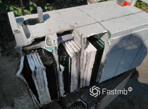 So entfernen Sie die Platten der Batterie