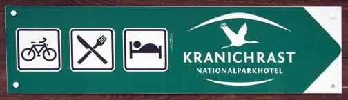 Hinweisschild zum Nationalparkhotel Kranichrast (c) Frank Koebsch