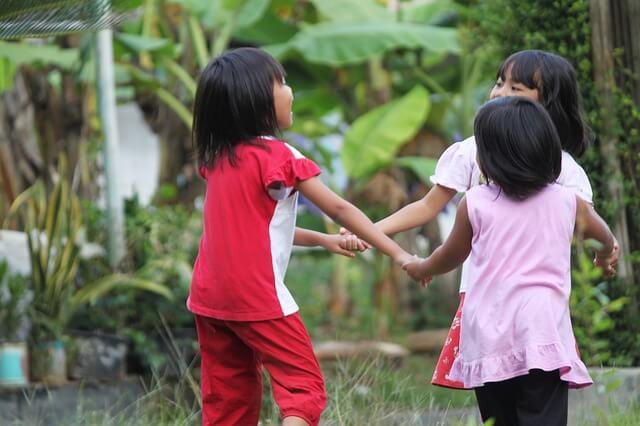 外で遊ぶ子供の蚊対策