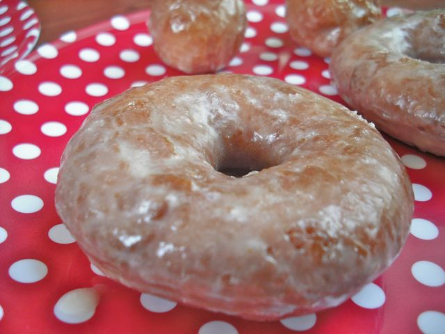 https://i0.wp.com/fatgayvegan.com/wp-content/uploads/2011/04/glazed-donut.jpg?fit=640%2C480