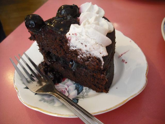 https://i0.wp.com/fatgayvegan.com/wp-content/uploads/2011/06/cake1.jpg?fit=640%2C480