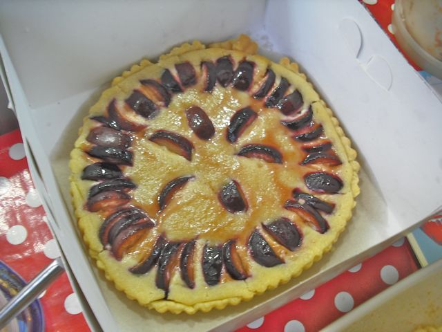 https://i0.wp.com/fatgayvegan.com/wp-content/uploads/2011/06/frangipane.jpg?fit=640%2C480
