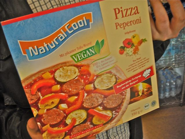 https://i0.wp.com/fatgayvegan.com/wp-content/uploads/2011/06/frozen-pizza.jpg?fit=640%2C480