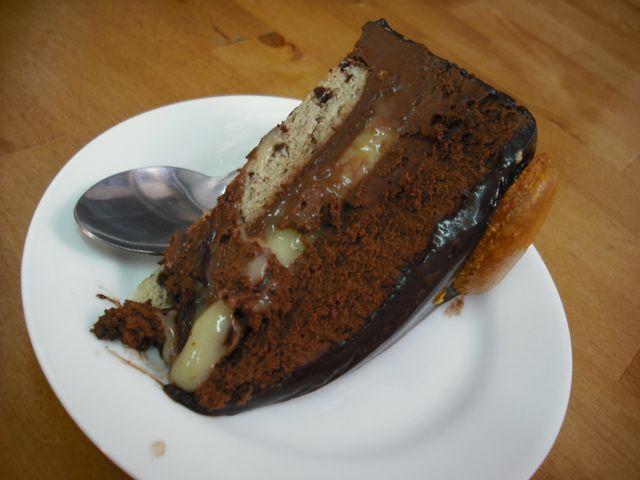 https://i0.wp.com/fatgayvegan.com/wp-content/uploads/2011/08/cake1.jpg?fit=640%2C480&ssl=1