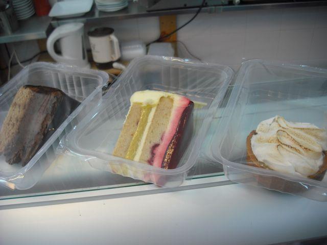 https://i0.wp.com/fatgayvegan.com/wp-content/uploads/2011/08/cakes-to-go1.jpg?fit=640%2C480&ssl=1