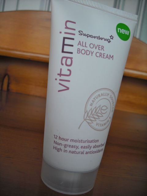 https://i0.wp.com/fatgayvegan.com/wp-content/uploads/2011/08/vit-e-cream.jpg?fit=480%2C640