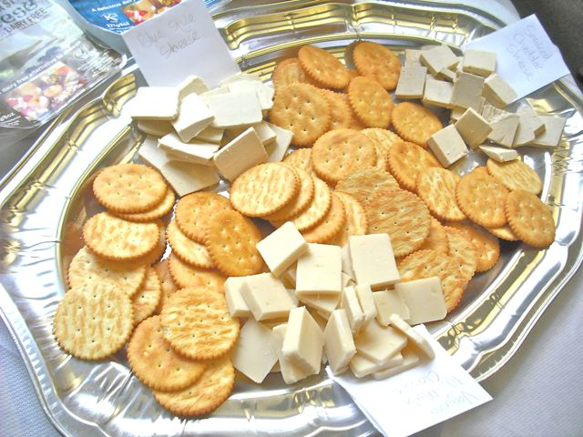 https://i0.wp.com/fatgayvegan.com/wp-content/uploads/2011/09/cheese-crackers.jpg?fit=640%2C480