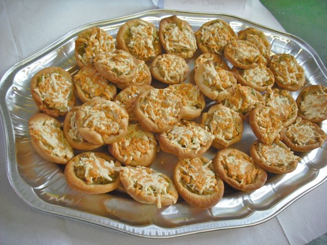 https://i0.wp.com/fatgayvegan.com/wp-content/uploads/2011/09/leek-tarts.jpg?fit=640%2C480