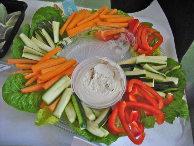 https://i0.wp.com/fatgayvegan.com/wp-content/uploads/2011/09/vegetable-platter.jpg?fit=640%2C480