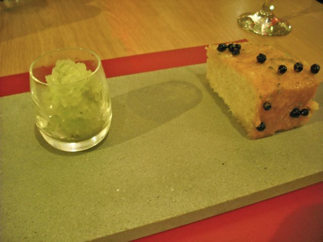 https://i0.wp.com/fatgayvegan.com/wp-content/uploads/2011/11/gin-tonic-cake.jpg?fit=640%2C480