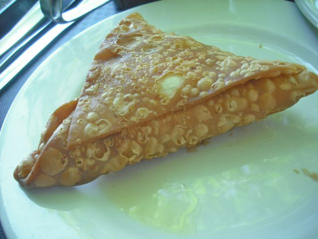 https://i0.wp.com/fatgayvegan.com/wp-content/uploads/2012/12/samosa.jpg?fit=640%2C480
