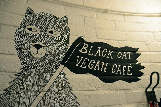 https://i0.wp.com/fatgayvegan.com/wp-content/uploads/2013/10/black-cat-15.jpg?fit=640%2C424