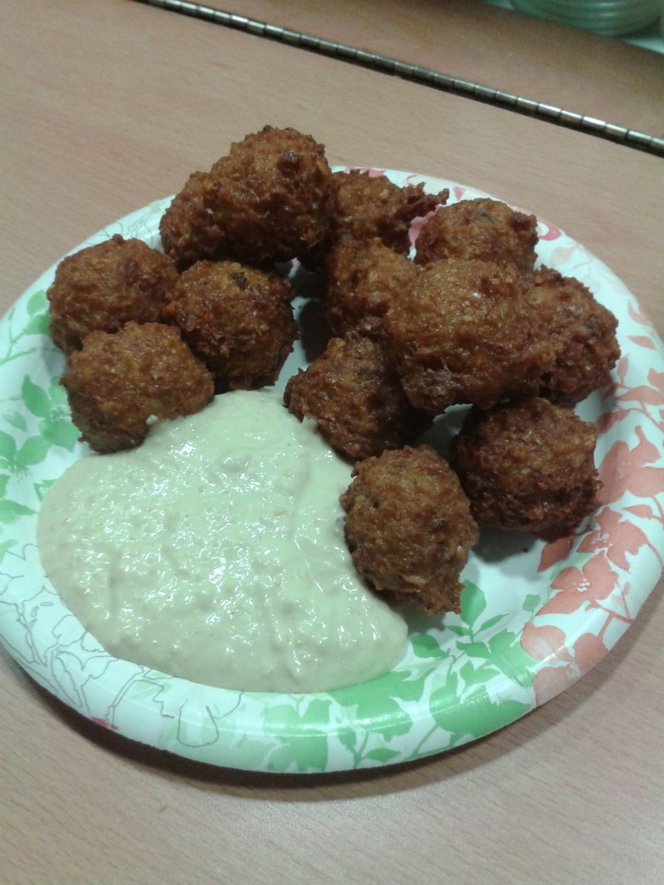 https://i0.wp.com/fatgayvegan.com/wp-content/uploads/2014/02/falafel-plate.jpg?fit=960%2C1280