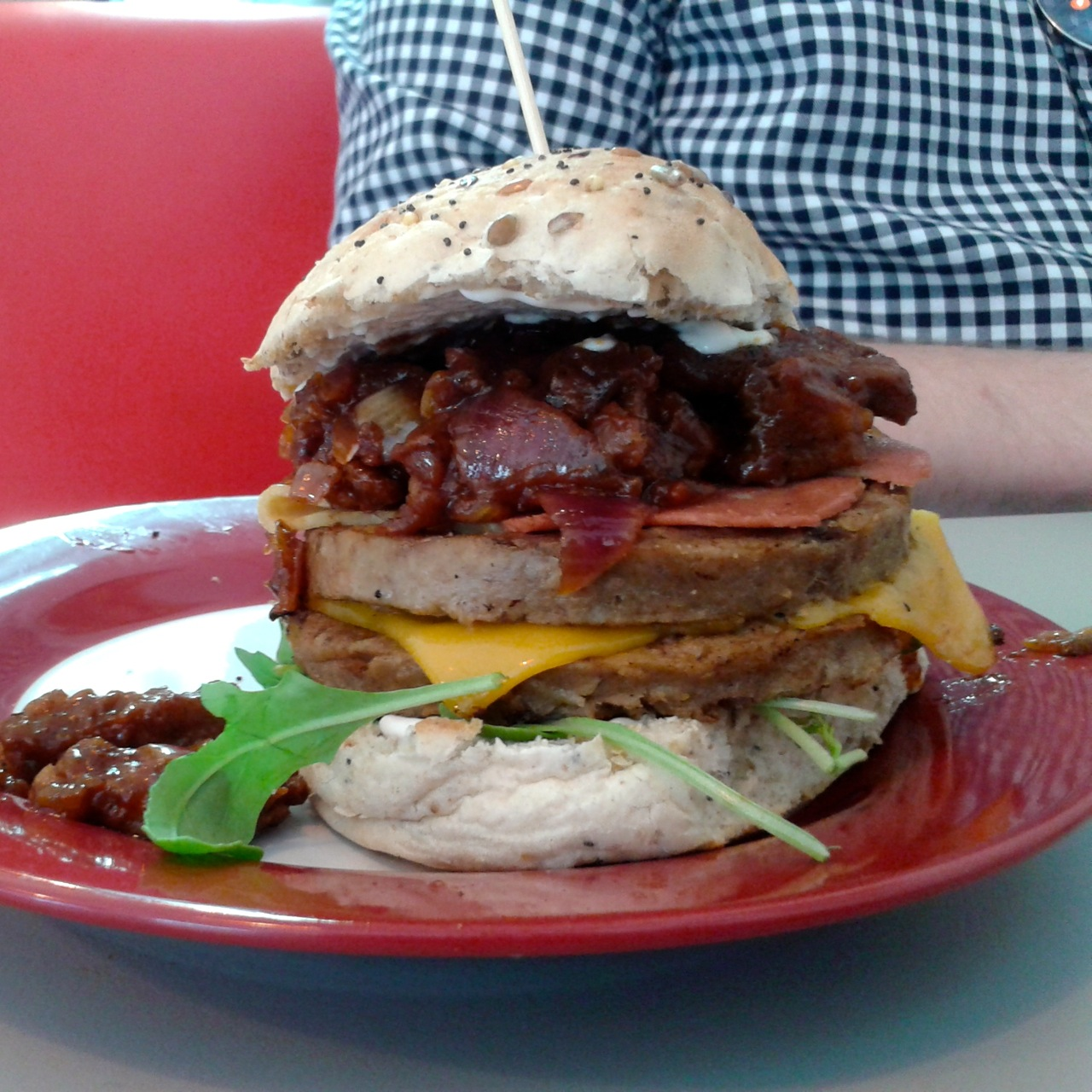 https://i0.wp.com/fatgayvegan.com/wp-content/uploads/2014/06/burger1.jpg?fit=1280%2C1280