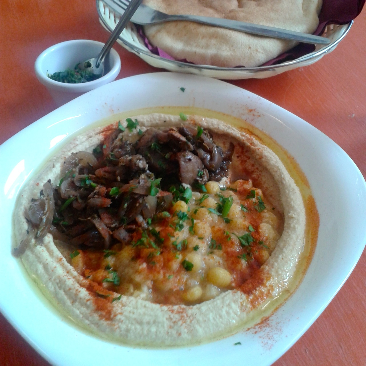https://i0.wp.com/fatgayvegan.com/wp-content/uploads/2015/09/hummus-bowl-with-mushrooms.jpg?fit=1280%2C1280