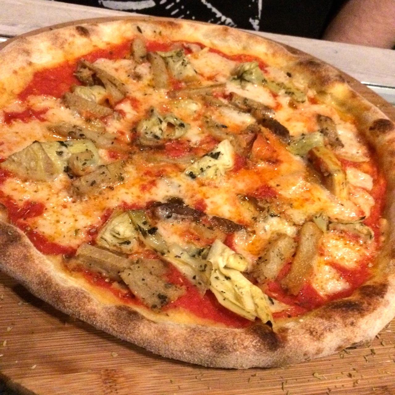https://i0.wp.com/fatgayvegan.com/wp-content/uploads/2015/11/vegan-pizza.jpg?fit=1280%2C1280