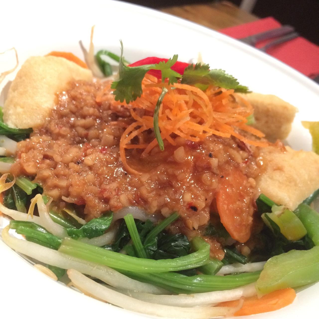 https://i0.wp.com/fatgayvegan.com/wp-content/uploads/2015/12/Ning-vegan-salad.jpg?fit=1280%2C1280