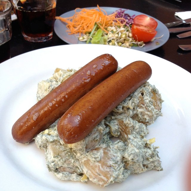 2 Kao%27s vegan Malmö - seitan sausage and dill potato salad