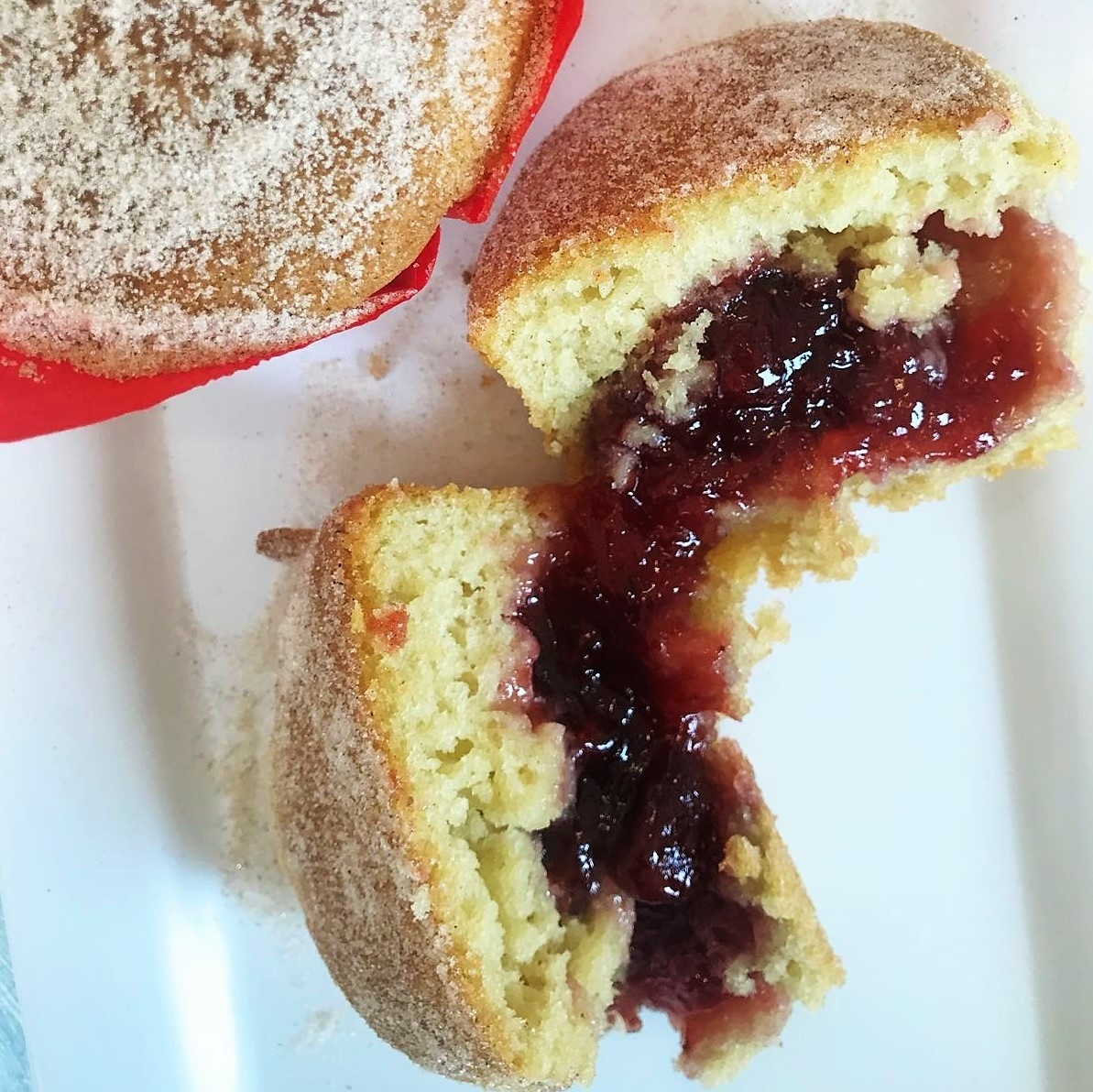 https://i0.wp.com/fatgayvegan.com/wp-content/uploads/2019/06/Jam-Doughnut-Muffin-1-2.jpg?fit=1193%2C1192