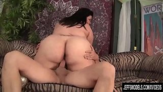 Frolicsome Fat Girl Juicy Jazmynne Sucks and Humps a Stiff Cock