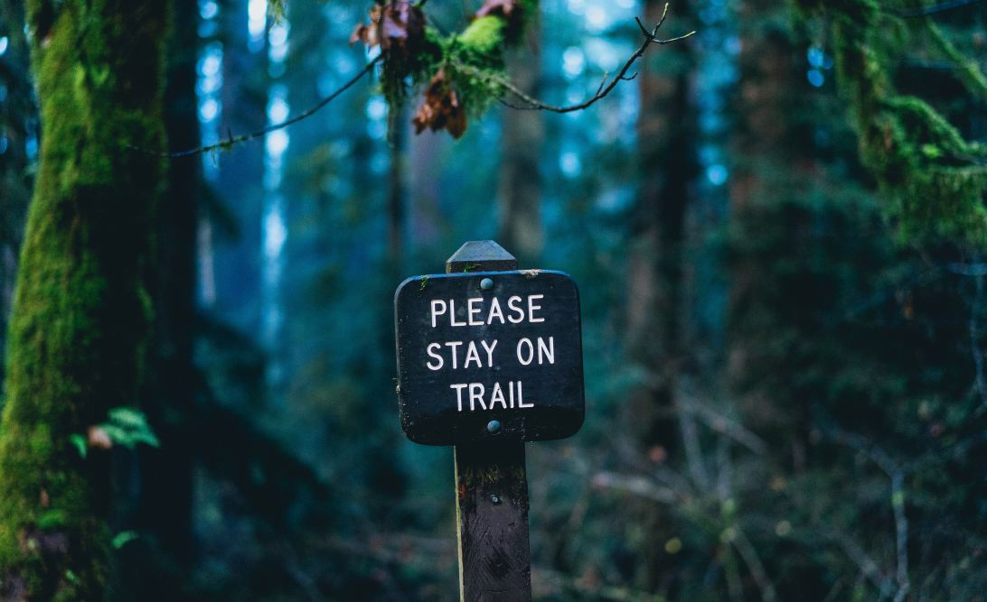 Sign saying 'Please stay on trail'