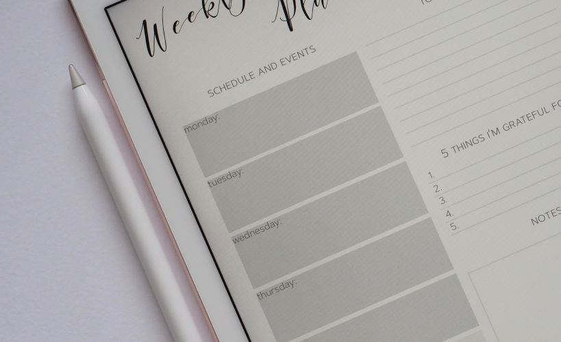 Setting SMART goals using a weekly planner