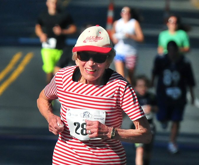 Harriette Thompson running a marathon