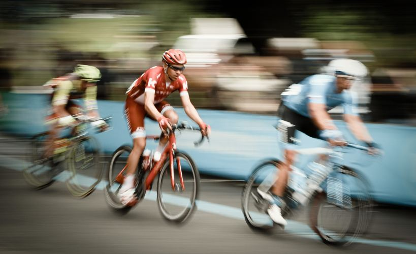 Blurred image showing cyclists racing