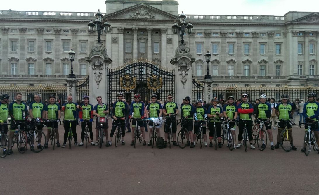 Tour de Y cyclists in front of Buckingham Palace