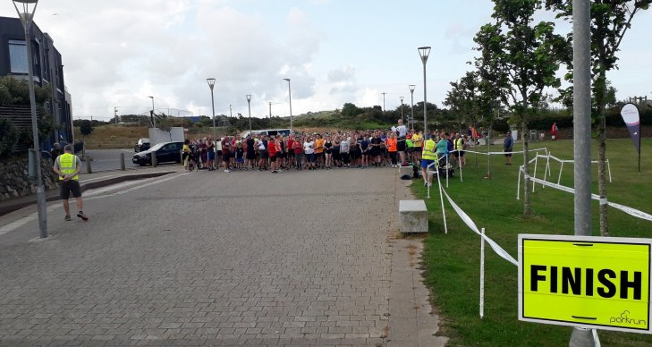 The run brief at Heartlands parkrun. The runners are all standing in a crowd.